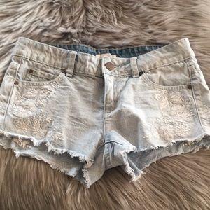 O'Neill jean short shorts in size 3